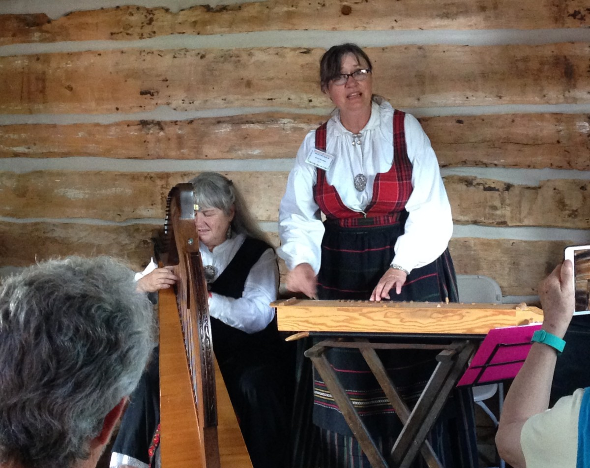 Our own Arna Rennan performs at the Nisswa Stamman, June 2016